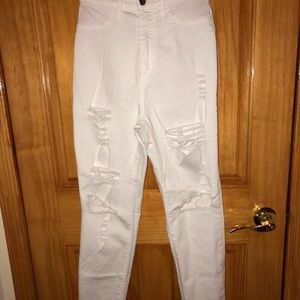 👖White high waisted ripped denim jeans
